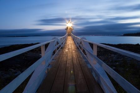 日没、メイン、米国のマーシャル ポイント灯台 写真素材