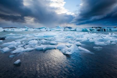 calentamiento global: J�kuls�rl�n - famosa laguna glacial, Sur de Islandia