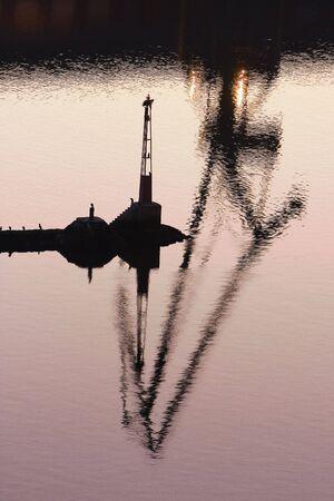imagen de la industria pesada por el mar Foto de archivo - 2664906