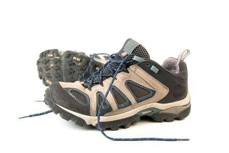 breathable: vestiti buone scarpe da montagna o scarpe isolate su un withe sfondo fatti di pelle e impermeabile e traspirante membrana  Archivio Fotografico