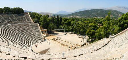 teatro antico: panorama della famosa costruzione del teatro antico di Epidauro