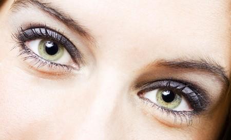 ojos verdes: cerca de los ojos de una ni�a bastante