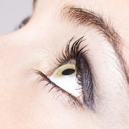 ojos: cerca de los ojos de una ni�a bonita  Foto de archivo