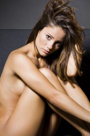 giovane donna bella in posa nudo in una foto riprese in studio Archivio Fotografico