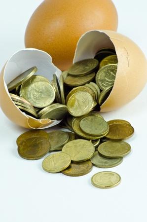cuve: Coin in broken egg