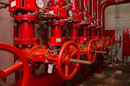 Pompe de générateur rouge pour la tuyauterie d'arroseuse d'eau et le système de contrôle d'alarme d'incendie Banque d'images - 83084456