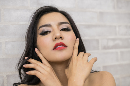 Sexy women are doing a seductive seduction with their opponents.
