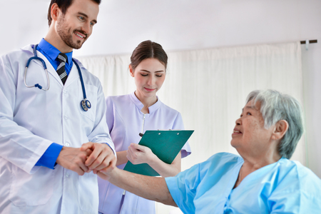 Concept of healing care. The doctor is healing  old woman. The doctor is working in the hospital. Doctors encourage and treat elderly patients. 스톡 콘텐츠