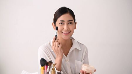 Beauty concept. Asian girls are teaching makeup over the internet. Stok Fotoğraf