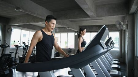Exercise concept. Men and women are running together in the gym. Stockfoto - 150528365