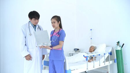Medical concepts. The nurse is reporting the patient's symptoms to the doctor in the hospital.