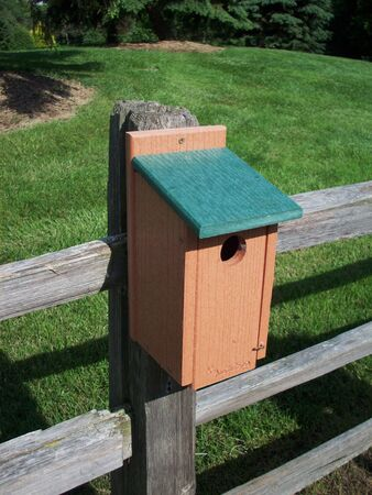 birdhouse: Brown Birdhouse With Green Roof