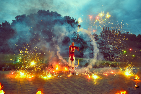 scorching: Fiery show on the street in the dark.