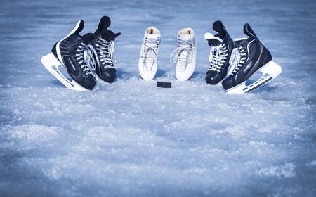 Skates für das Training im Wintersport auf Eis. Standard-Bild - 85142502