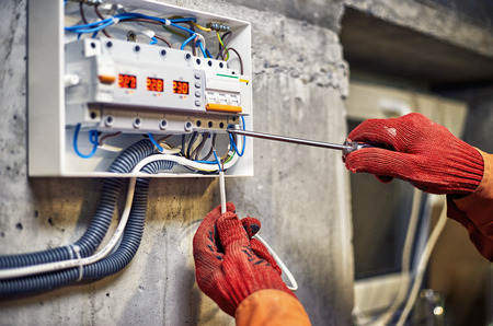 Maintenance of the electrical system. Work tests of the electrical circuit. 免版税图像 - 119225666