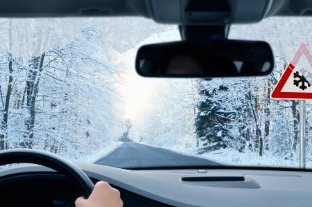 manejando: conducir en invierno - camino rural en invierno