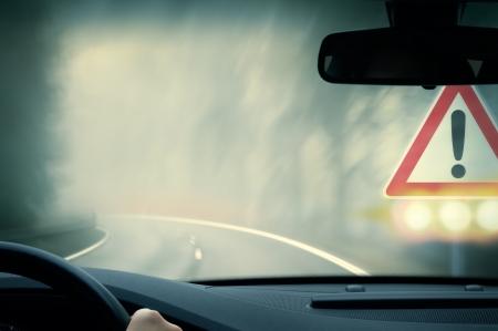 slecht weer rijden - landweg - voorzichtigheid mist