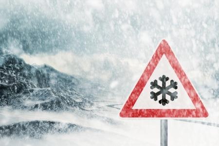 rijden in de winter - sneeuwval Stockfoto