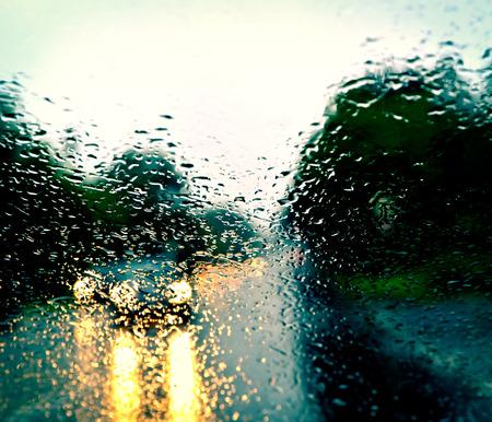 Slecht weer rijden op een snelweg Stockfoto