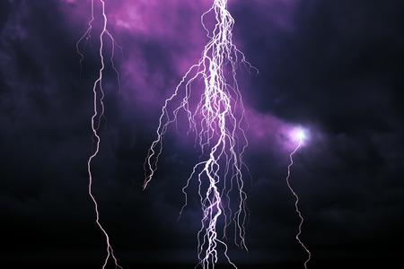 rayo electrico: Relámpago Foto de archivo