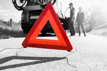 休日の旅行 - 家族で車のトラブルが待っているロード ・ アシスタンス