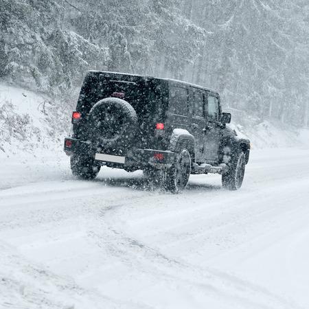 conduciendo: Winter Driving - camino rural en invierno - Drifting