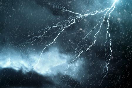 tormenta: Rayo  Foto de archivo