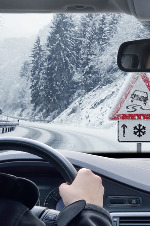 Winter Driving - Snowy Road with Warning Sign Фото со стока - 113081649