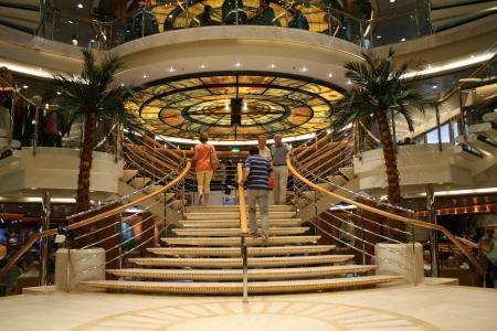 oceana: P O Oceana cruise ship interior