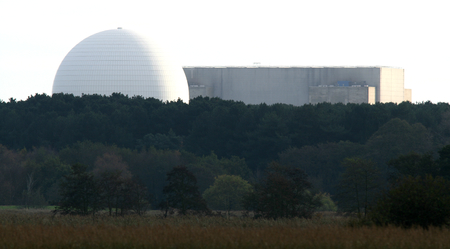 nuclear power station: Sizewell nuclear power station backdrops the RSPB Minsmere nature reserve, Saxmundham, Suffolk, England