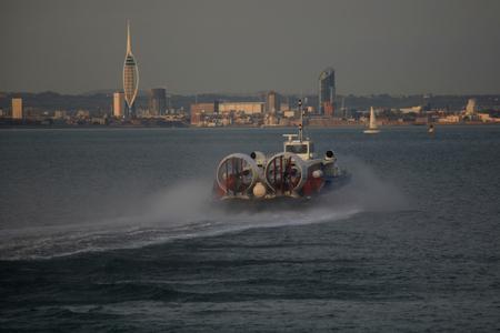 aéroglisseur: Ryde à Portsmouth passager aéroglisseur quitte Ryde, Isle of Wight Éditoriale
