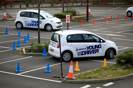 Young Driver rijlessen voor 11 tot 17-jarigen gehouden in Bluewater, Kent, Engeland Redactioneel
