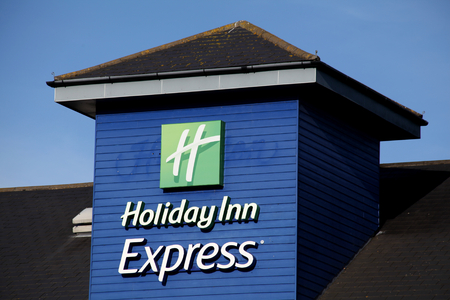 inn: Holiday Inn Express sign