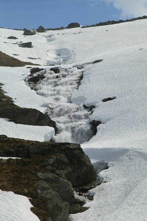 jotunheimen national park: Melt water descends from mountains in Jotunheimen National Park, Norway