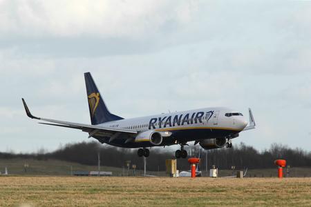 London, Stansted Airport, 2 Mar 2017 - Ryanair, Boeing 737, EI-DPO, landing