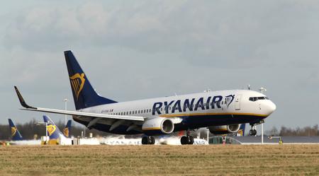 London, Stansted Airport, 2 Mar 2017 - Ryanair, Boeing 737, EI-FOA, landing