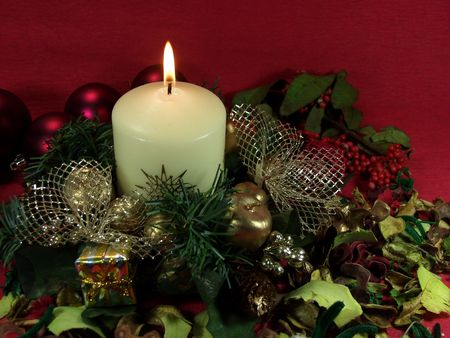 christmas decoration whit a candle, balls and flowers on red Stock Photo - 604112