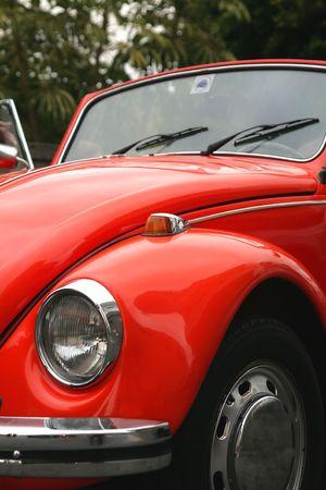 escarabajo: Exterior de un viejo escarabajo rojo  Editorial