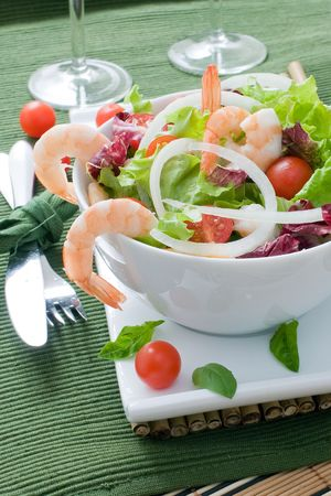 lettuce salad with prawns and cherry tomato
