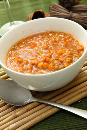 чечевица: a white bowl of red lentil soup