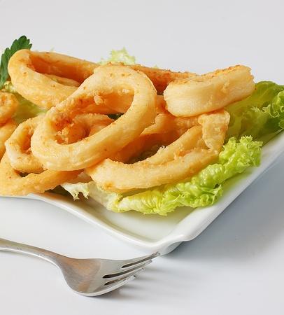 tast: deep fried calamari with lettuce and lemon