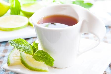 english tea: a fresh cup of tea with mint and lemon