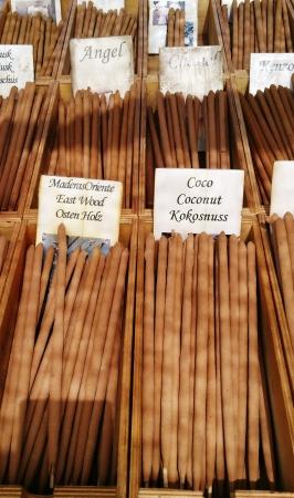 incienso: palitos de incienso y fragancias en el mercado local