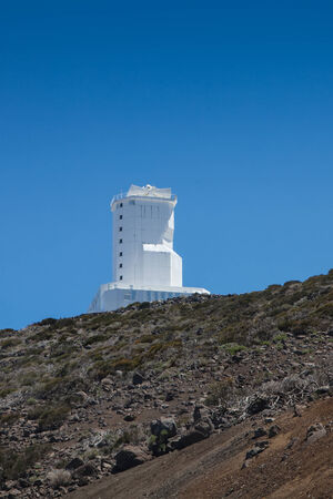 satelite: Antena de radio de las Telecomunicaciones y de la torre sat�lite con el cielo azul