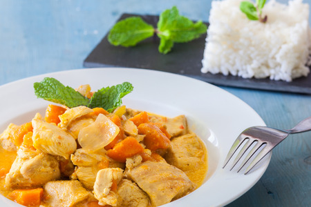 curry chicken: chicken curry indian style with rice a mint Stock Photo