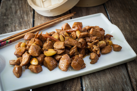chinesse: stir fry chicken with almonds chinesse style