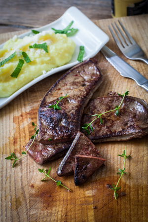 fresh veal liver with herbs and mashed potato Reklamní fotografie