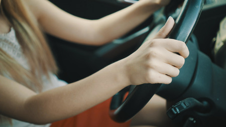 young woman behind the wheel. Stockfoto