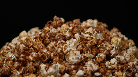 close up caramel popcorn background Stockfoto - 106785628