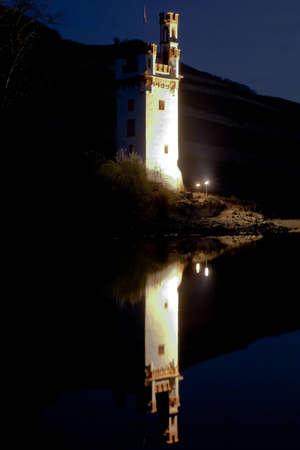 spiegelung: Mauseturm in Bingen am Rhein Stock Photo
